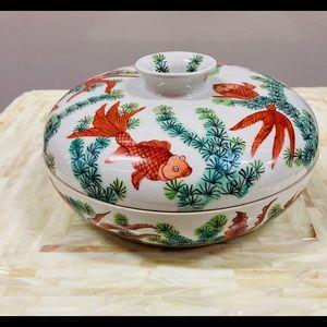 Porcelain Sushi Condiment covered bowl